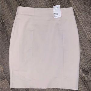 ✨NEW H&M Cream Pencil Skirt Size 8 (M)✨